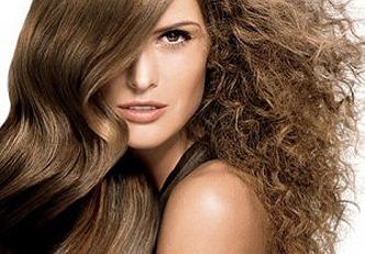 As causas e as soluções para acabar com o frizz dos cabelos crespos e encachiados