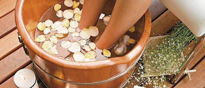 Banhos relaxantes para aliviar o cansaço dos pés