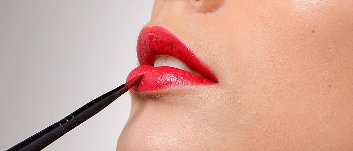 Como maquiar os lábios corretamente