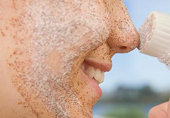 esfoliante-caseiro-para-o-rosto-a-base-de-acucar-mascavo