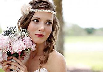 Aprenda como se maquiar para um casamento na praia
