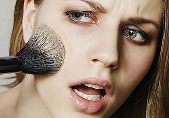 Os erros mais comuns na hora da maquiagem