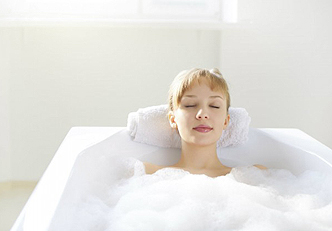 Fragrância caseira de baunilha para um banho relaxante