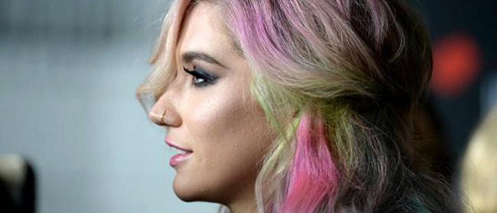 Aprenda a pintar o cabelo de cores coloridas