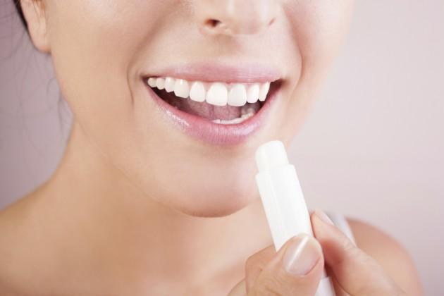 Como curar os lábios rachados