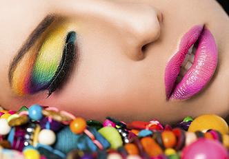 Razões para incorporar cor em sua maquiagem