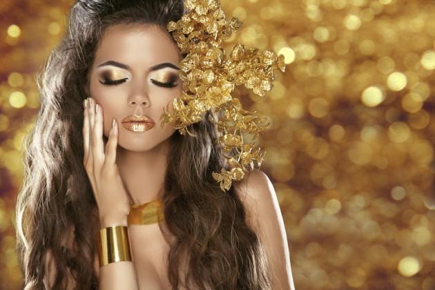 Maquiagem de olhos em dourado