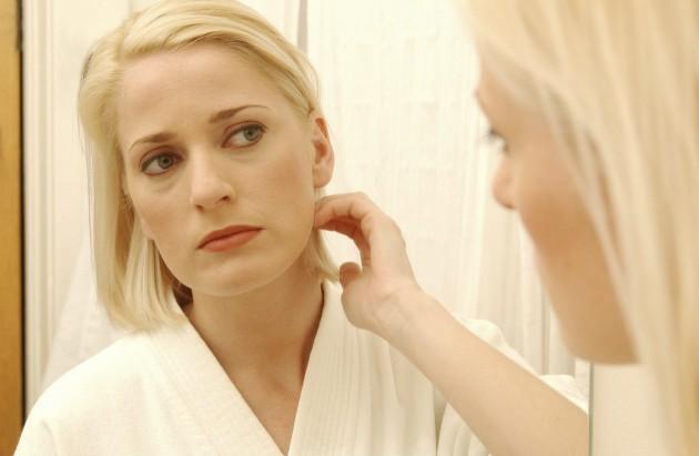 Erros de cabelo que envelhecem seu rosto
