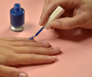 Aprenda a decorar suas unhas no melhor estilo Inglês!