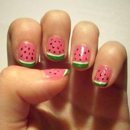 Os 9 melhores desenhos de nail art para a primavera