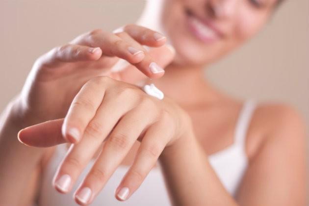Como cuidar das mãos para que não descubram sua idade