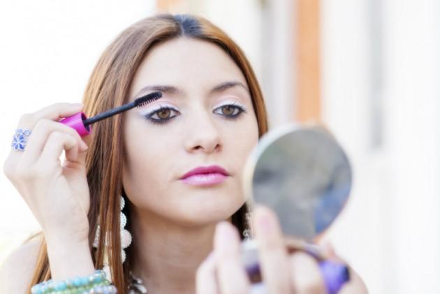Como preparar maquiagens com ingredientes naturais