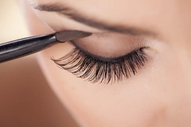 5 coisas que você não deve fazer quando está maquiada