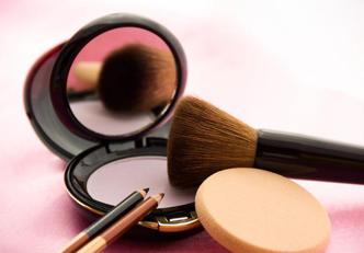 6 sinais de que é hora de substituir a sua maquiagem