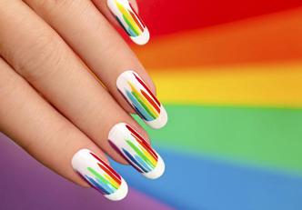 Pinte suas unhas e transforme seu humor!