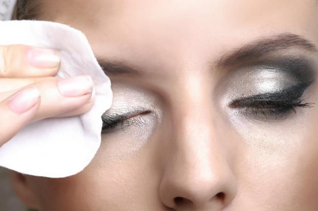 A melhor maneira de remover a maquiagem à prova d'água