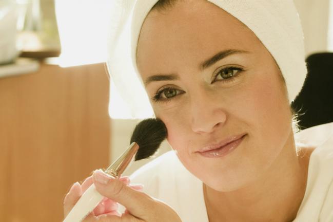 Como maquiar-se para disfarçar as bochechas?