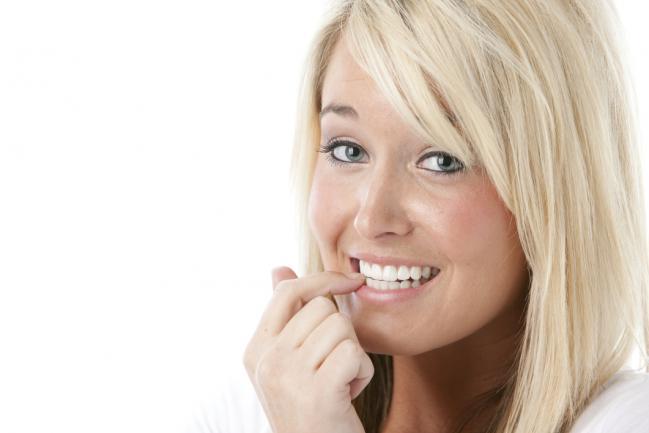 Estes 7 hábitos estão destruindo suas pobres unhas