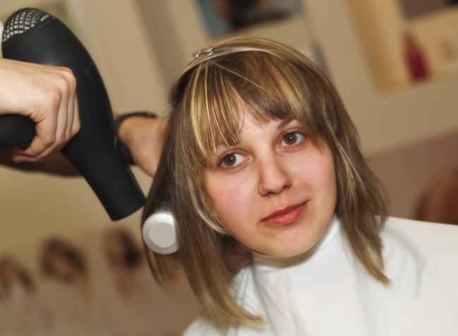 3 dicas fáceis para secar mais rápido seu cabelo