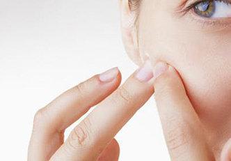 Pare de fazer essas 7 coisas e diga adeus a acne