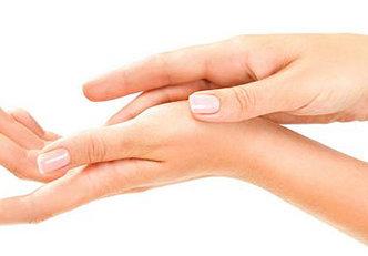 Conheça os 7 piores inimigos da pele de suas mãos