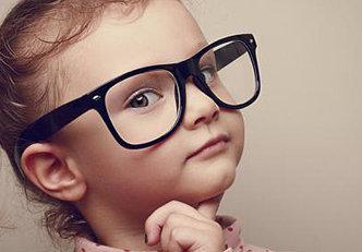 Elogiar demais um filho pode prejudica-lo, descubra o porquê.