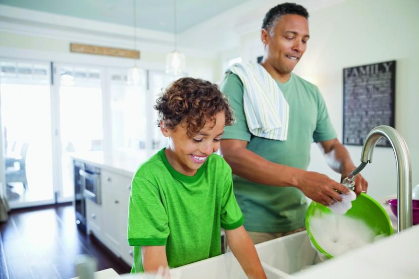 Tarefas domésticas que as crianças podem fazer segundo a idade