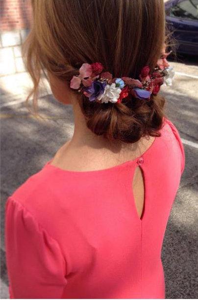 Aproveite a primavera para colocar flores em seu cabelo
