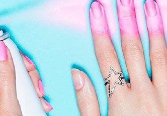 Pinte suas unhas com um esmalte spray