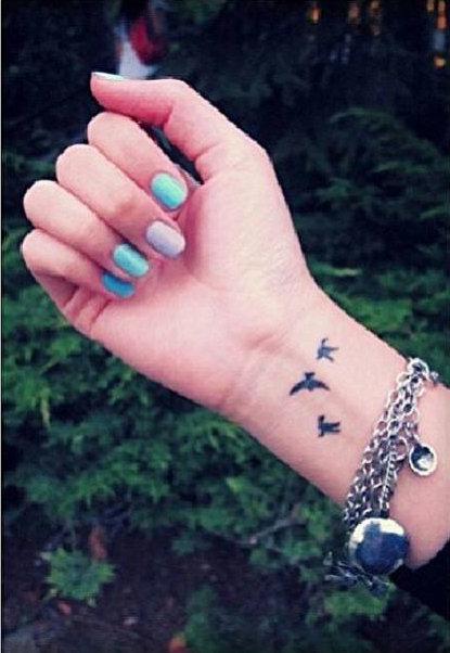 17 tatuagens pequenas para pulsos