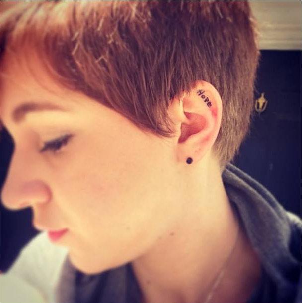 14-delicadas-tatuagens-para-orelhas11