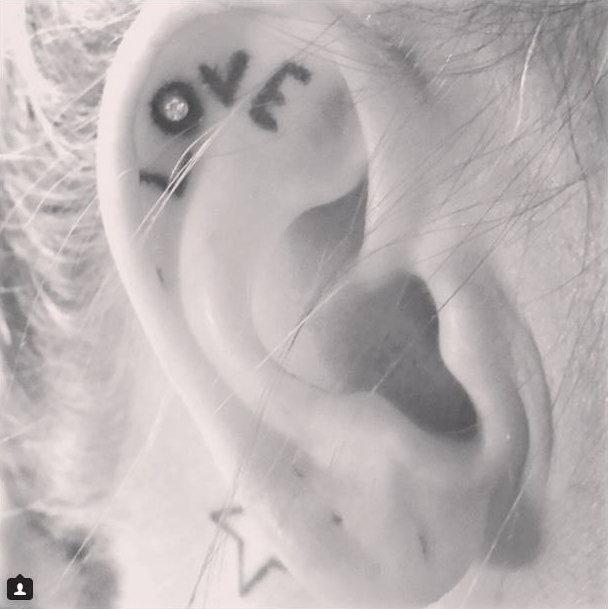 14-delicadas-tatuagens-para-orelhas13