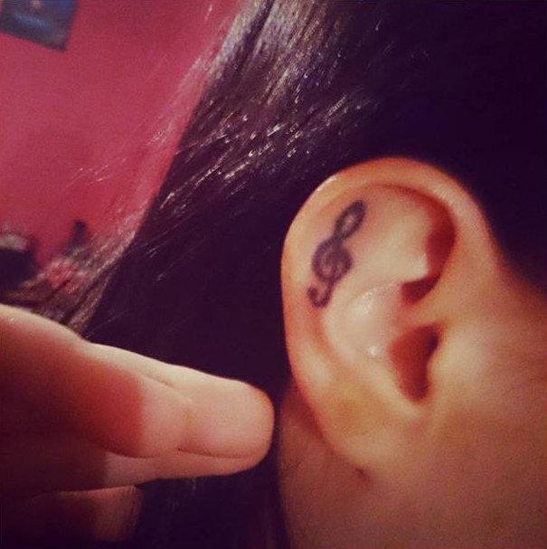 14 delicadas tatuagens para orelhas
