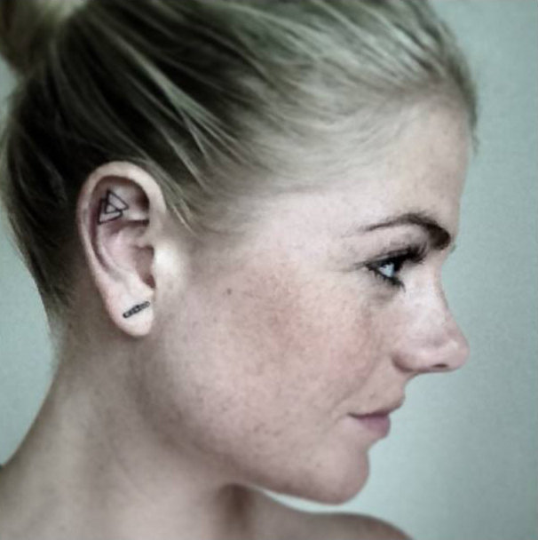 14-delicadas-tatuagens-para-orelhas7
