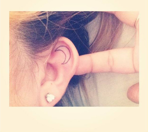 14-delicadas-tatuagens-para-orelhas8