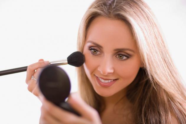 Aprenda a usar pó bronzeador
