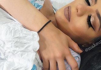 Maquiar-se durante o parto? É o que fez essa mãe