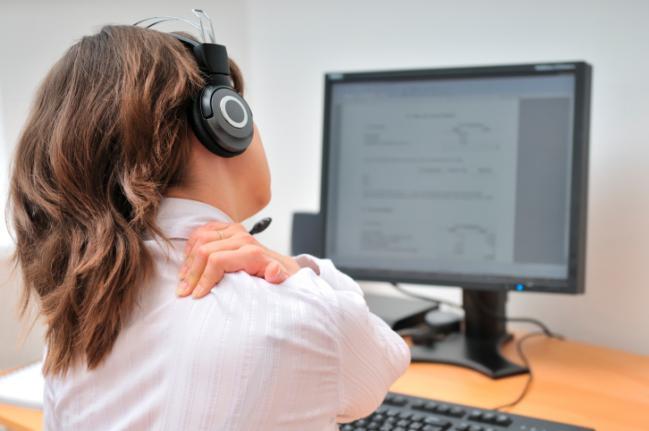 5 razões pelas quais você sente dor no pescoço