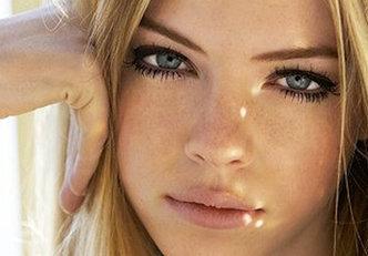 Maquiagem com lábios nude