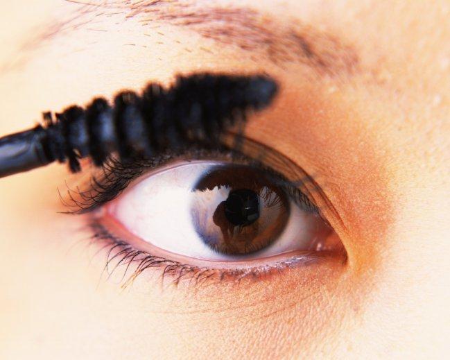 5 erros ao aplicar máscara de cílios