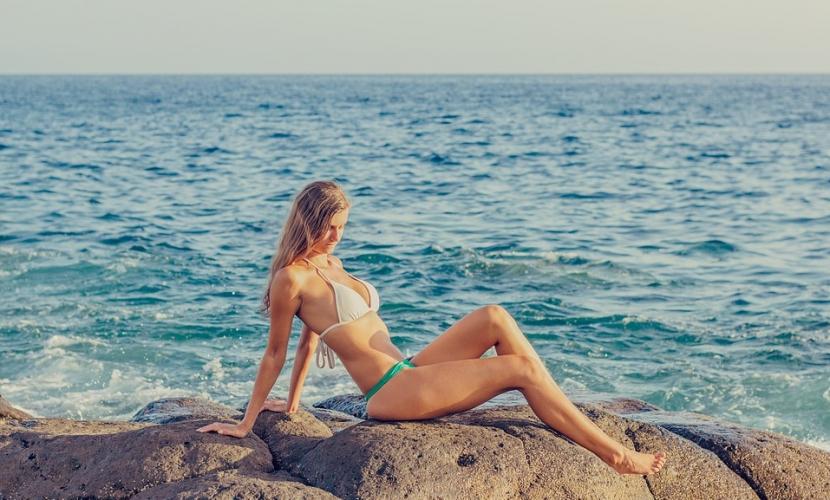Os melhores cuidados de cabelo na praia