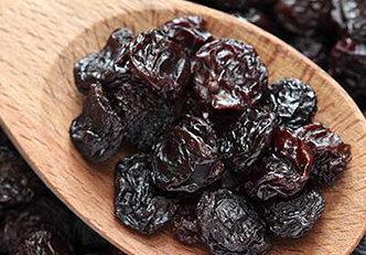 5 razões para comer uva passa pela manhã