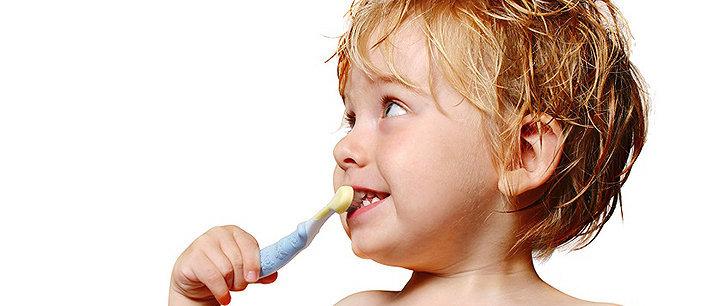 Como ensinar as crianças cuidar dos dentes