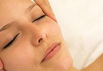 Aprenda como fazer massagem facial