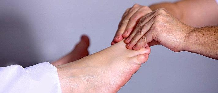 Passo a passo para fazer uma boa massagem nos pés